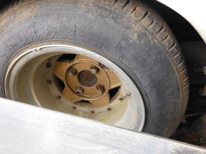 abandoned_cars_13.jpg