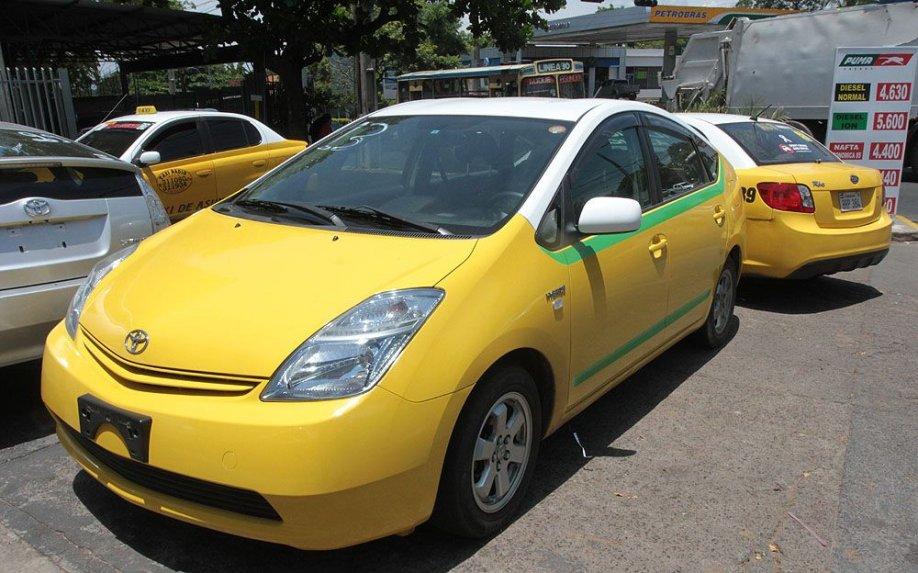 uno-de-los-taxis-ecologicos-que-circulan-por-asuncion-_918_573_1323729.jpg