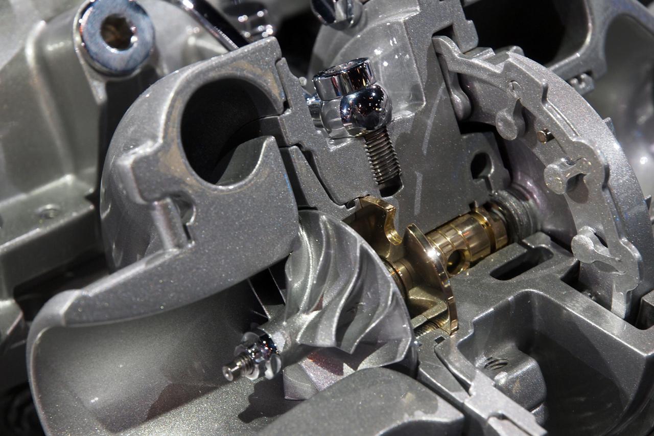 chevy-cruze-turbo-diesel-engine-chicago-2013-06.jpg