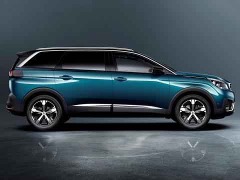 Peugeot-5008-2017-A02.jpg